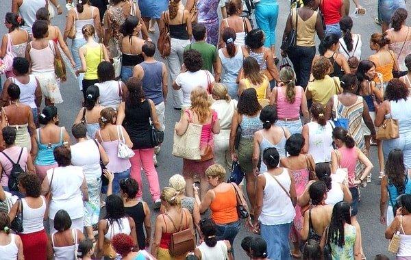Существует ли мудрость толпы? Почему толпа набрасывается на каждого, чьи взгляды расходятся с усредненным мнением