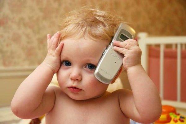 В чем вред мобильного телефона для детей и взрослых?