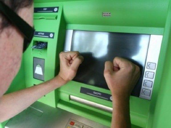 Что делать если оставили карточку в банкомате