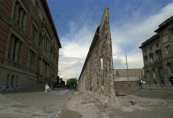 Разрушив одну стену, понастроили десятки других