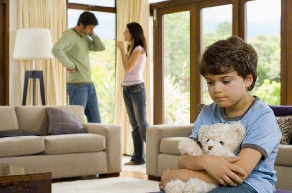 Ребенок от первого брака ревнует к новому родителю?
