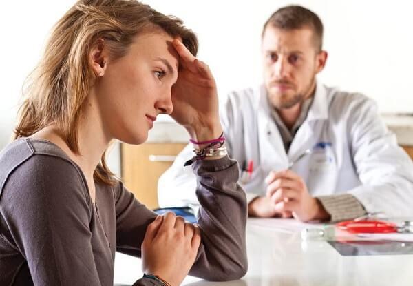 Проблема бессонницы обсуждается на приеме у врача