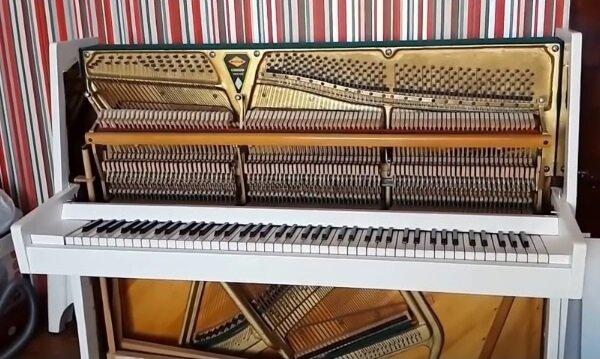 Покрасили пианино
