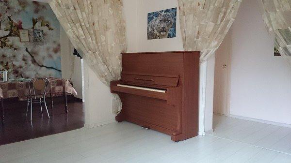 Это пианино оклеено мебельной пленкой