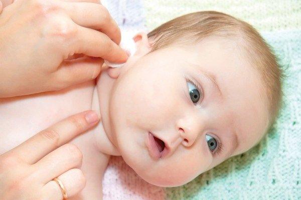 Как ухаживать за ушками и носом ребенка?