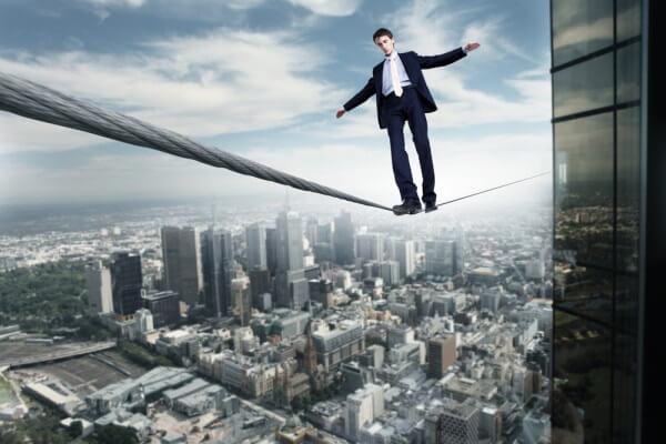 Бизнесмен балансирует в современных реалиях