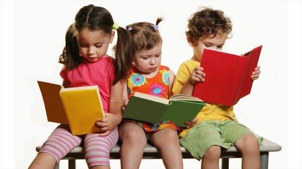 Стоит ли учить ребенка читать в 3 года