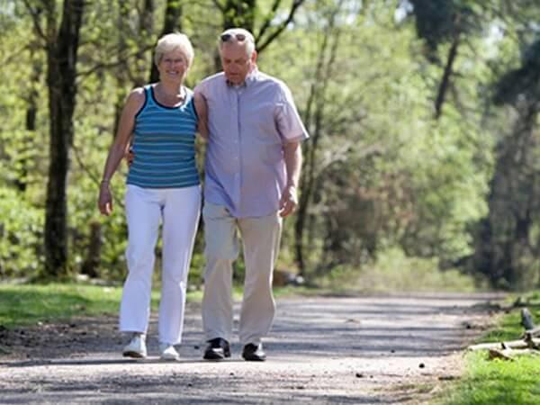 Пожилые люди должны ходить пешком