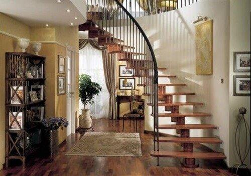 Какая лестница в доме лучше деревянная или металлическая
