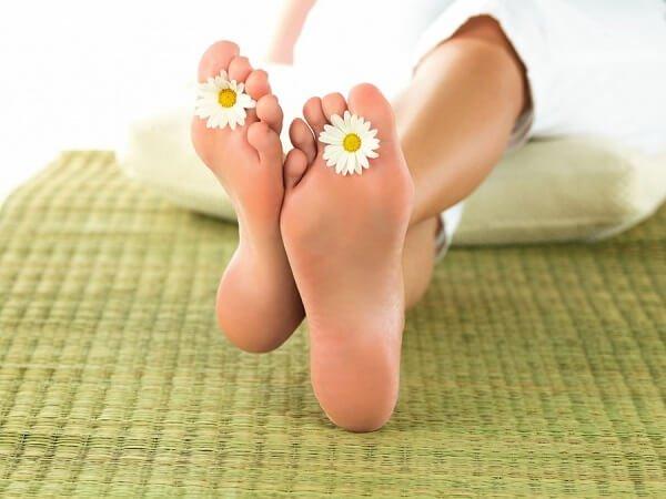 Сухие мозоли на ногах и руках, лечение и как избавиться