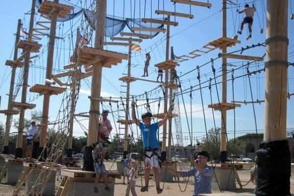 Развлечения для детей в Севастополе - веревочный парк Остров Сокровищ