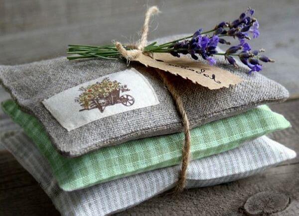 Как придать аромат постельному белью?