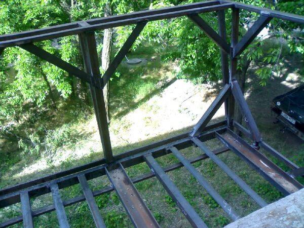 Самостоятельно возводим каркас для балкона