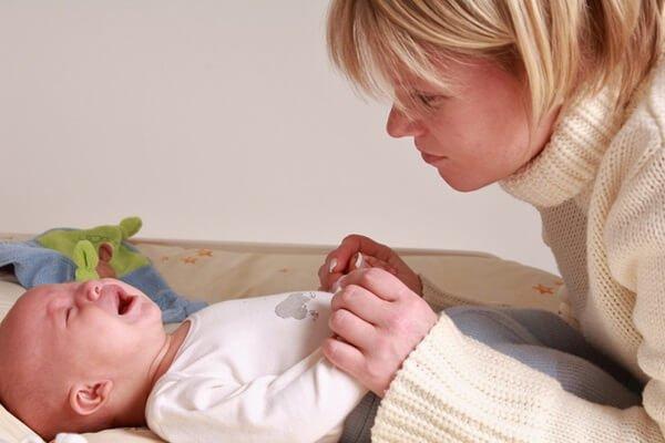 Запор у новорожденного ребенка – признаки, причины и как помочь?