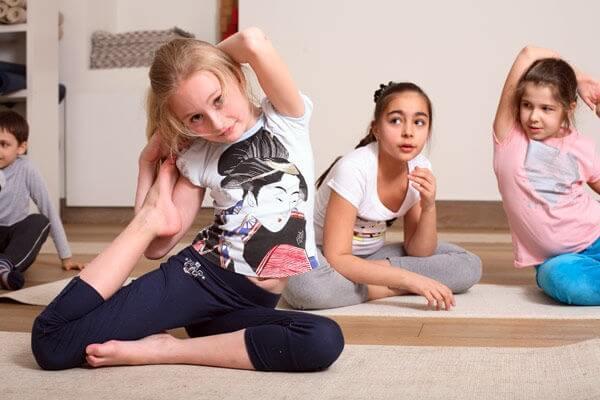 Йога и ребенок – плюсы и особенности
