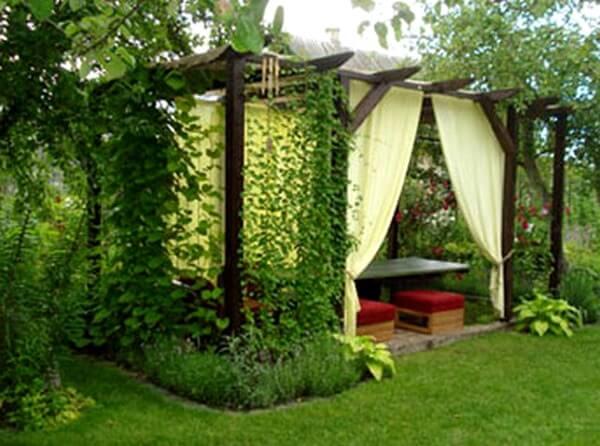 Место отдыха на даче или в саду.