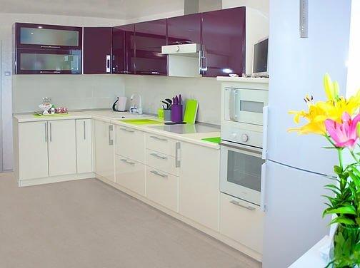 Создаем классическое кухонное пространство.