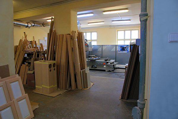Производство межкомнатных дверей из дуба.
