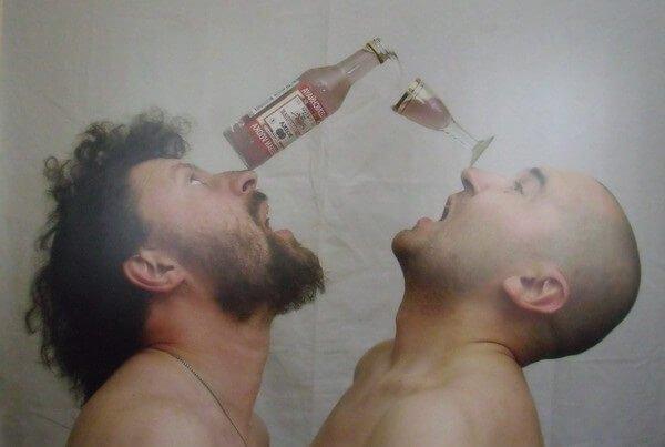 Гениальность, алкоголь – таланты пьют для вдохновения.