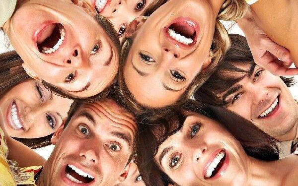 Чувство юмора у женщин помогает или мешает в любви?