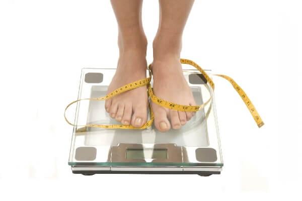 Резкое похудение требует постоянный контроль веса!