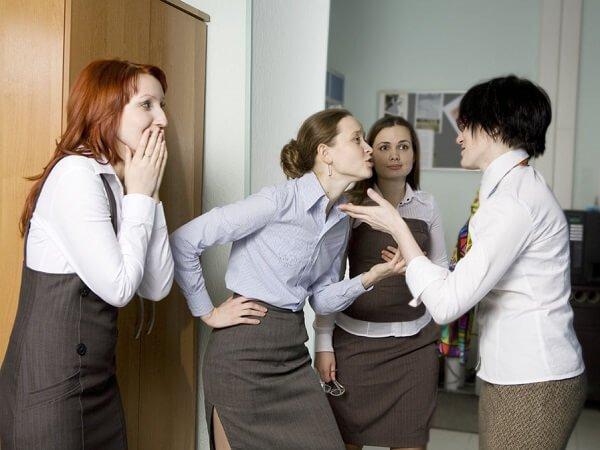 Стрессор на работе в коллективе – как реагировать?