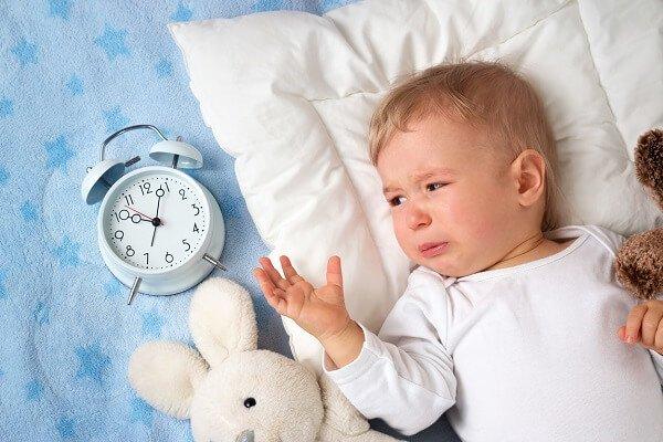 Ребенок не хочет спать днем – что делать?