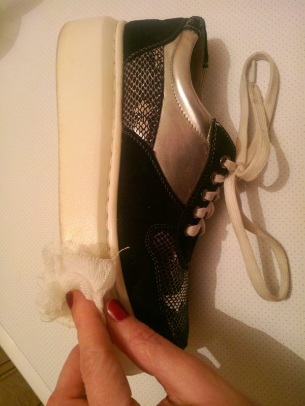 Как отбелить подошву кроссовок, кед, сапог в домашних условиях.