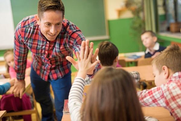 Неадекватное поведение ребенка в школе - что делать?