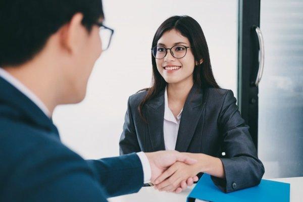 Как правильно реагировать на комплименты и что отвечать?