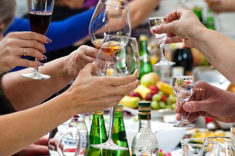 Пить в меру и не пьянеть.