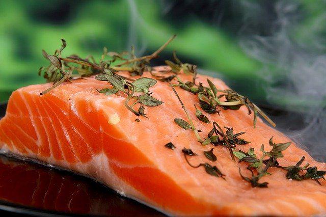 7 продуктов от хандры, жирная рыба.
