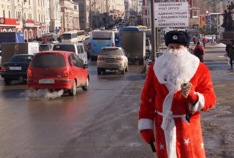 С каких это пор Дед Мороз носит камуфляж?